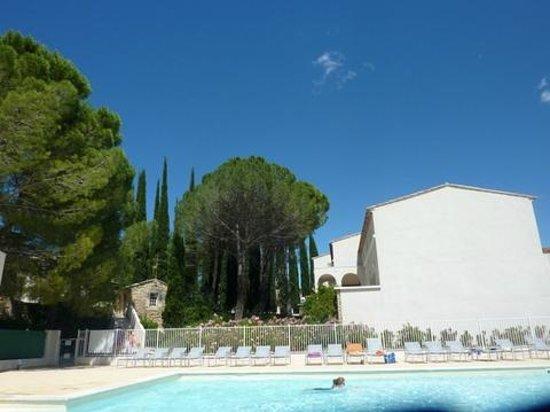 Domaine du Moulin Blanc Residence : piscine du domaine