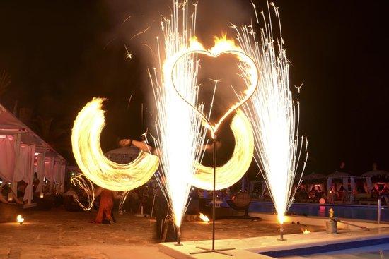 Jacaranda Lounge: Fire show!