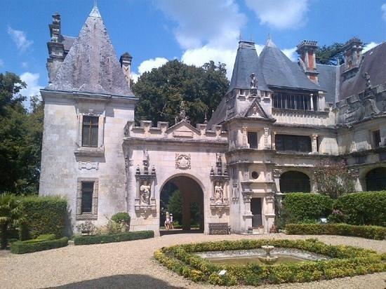 Le Chateau des Enigmes : le chateau d usson
