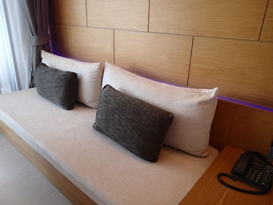 Novotel Phuket Kata Avista Resort and Spa : Cushions