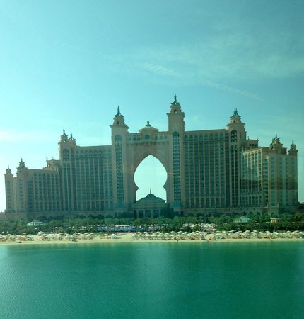Atlantis, The Palm : view from monorail approaching from Palm
