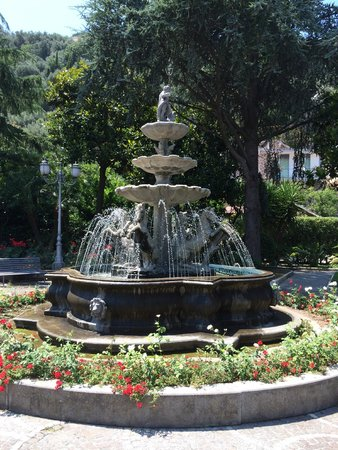 Grand Hotel Parco Del Sole: Fountain