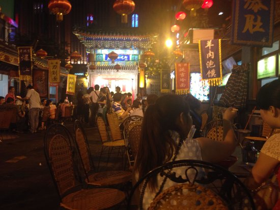 Crowne Plaza Beijing Wangfujing: Nearby night markets, an amazing experience for all travellers!