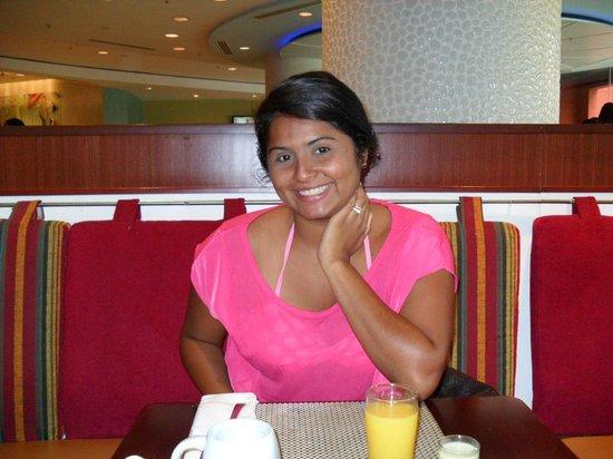 Renaissance Curacao Resort & Casino: Breakfast at Nautilus!