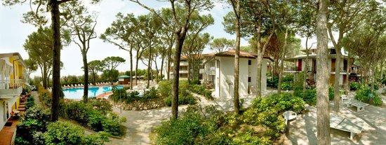 Park Hotel Pineta - Family Relax Resort: angoli relax nel giardino e tanto spazio per le famiglie ad Eraclea Mare