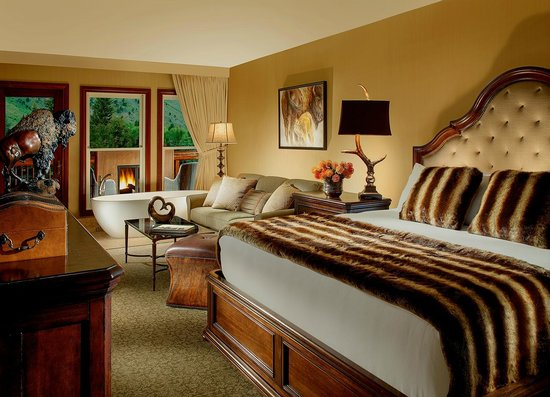 Rustic Inn Creekside Resort and Spa at Jackson Hole : Balcony Spa Suite Bedroom