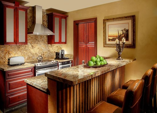 Rustic Inn Creekside Resort and Spa at Jackson Hole : Two Bedroom Spa Suite Kitchen