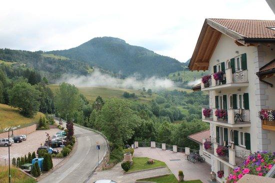 Hotel Lagorai Alpine Resort & Spa: La vistra dal nostro balcone.