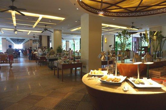 Sheraton Sanya Yalong Bay Resort: Breakfast buffet
