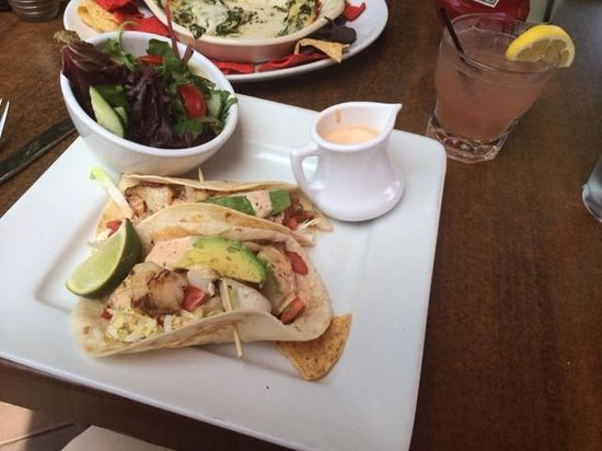 Golden Plough Inn at Peddler's Village: Fish tacos!!