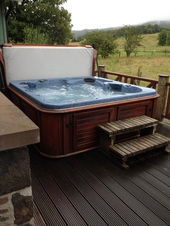 Highland Heather Lodges: Fantastic hot tub to relax in
