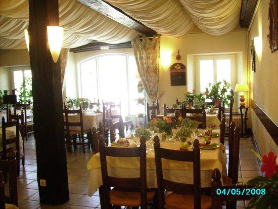 Hotel des Barrages Brommat : salle de restaurant