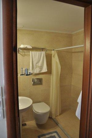 Jupiter Hotel: bathroom