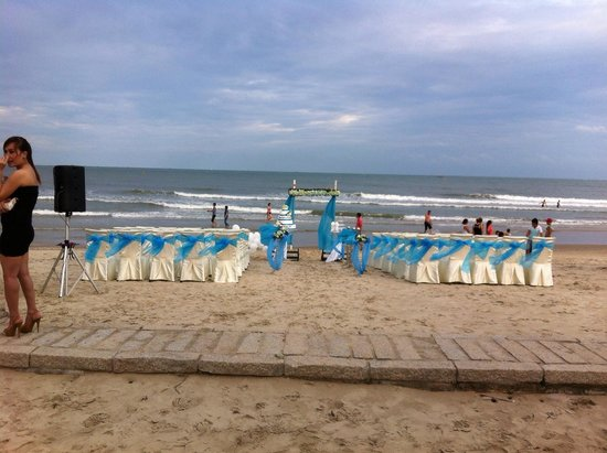 Imperial Hotel Spa: Preview of our wedding on the beach