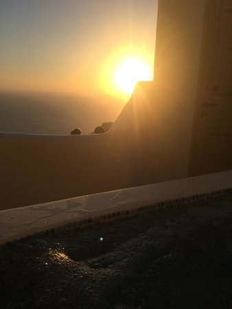 Art Maisons Luxury Santorini Hotels Aspaki & Oia Castle: AMAZING view of the sunset.