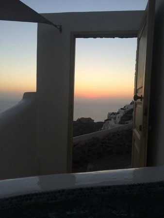Art Maisons Luxury Santorini Hotels Aspaki & Oia Castle: Sunset from our hot tub.
