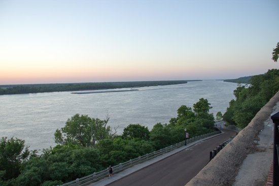 Natchez Grand Hotel: A view from the back of the hotel to the Mississipi river