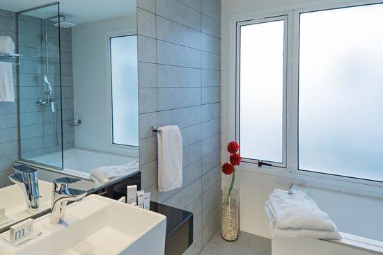 Mercure Montevideo Punta Carretas: Junior Suite baño