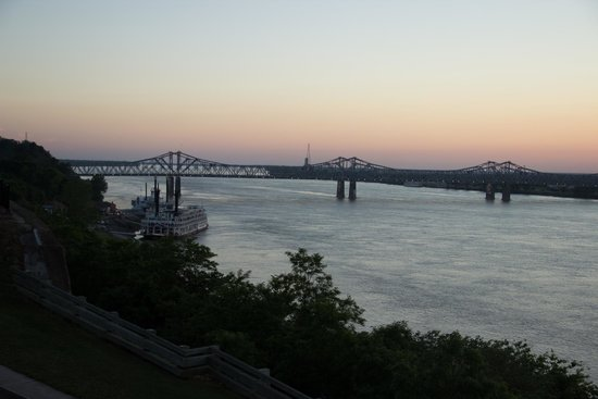 Natchez Grand Hotel: Another view to the river