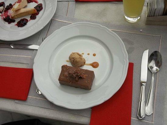 Pera Palace Hotel, Jumeirah : Super lekker dessert: nougat ijs met moka