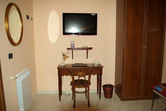 La Terra di Archimede: tv stanza diana