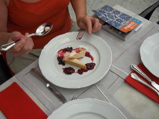 Pera Palace Hotel, Jumeirah : Lekker rode vruchten dessert