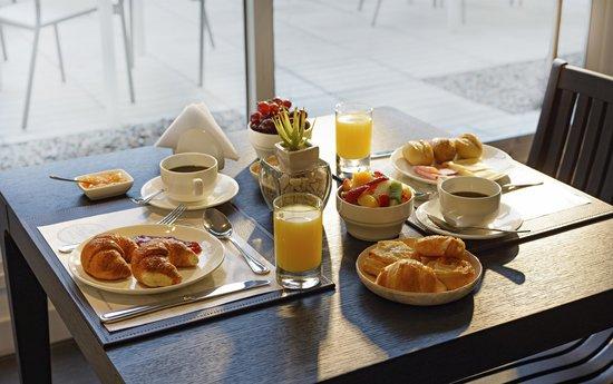 Mercure Montevideo Punta Carretas: Desayuno Buffet