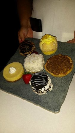 Pier House : dessert tray - pick only one??