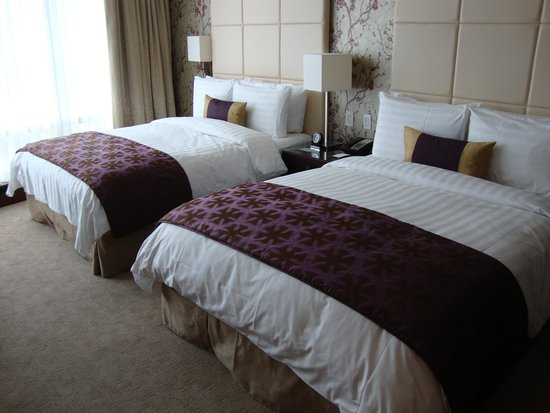 Shangri-La Hotel Toronto: Two Queen Beds