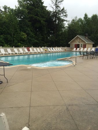 Grand Summit Hotel and Conference Center: Pool side