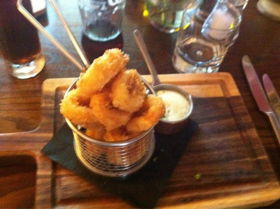 Fife Arms Hotel Restaurant : Calamari n garlic dip mmmmmmh