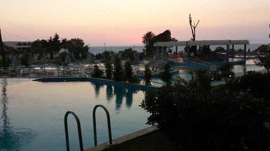 Atrium Platinum Hotel: Udsigten fra vores private pool