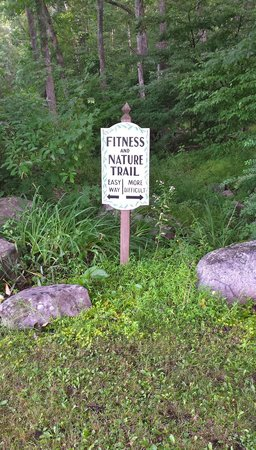 Crescent Lodge & Country Inn: trail