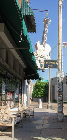 Sun Studio: A view from outside
