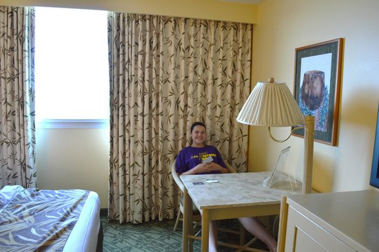 Best Western The Plaza Hotel: Small desk & chair; great block-out curtains