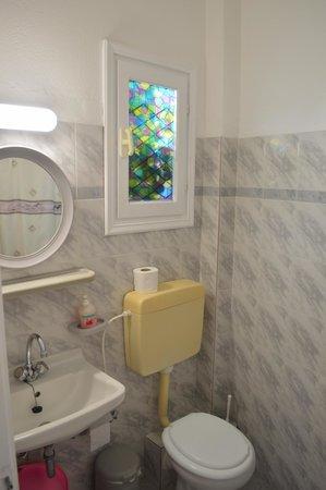 Loukia Apartments & Studios: Bagno