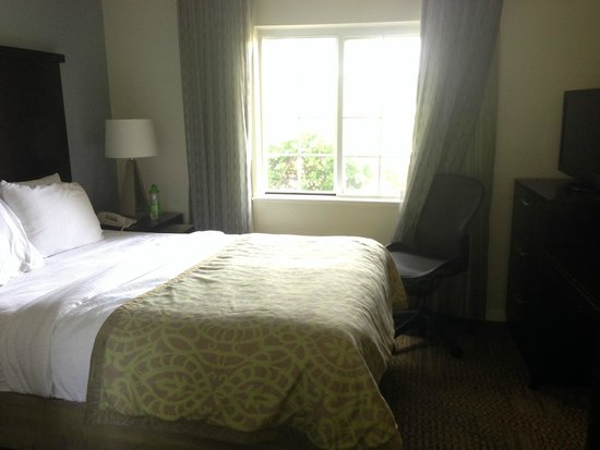 Staybridge Suites Dulles: Bedroom 2 with TV