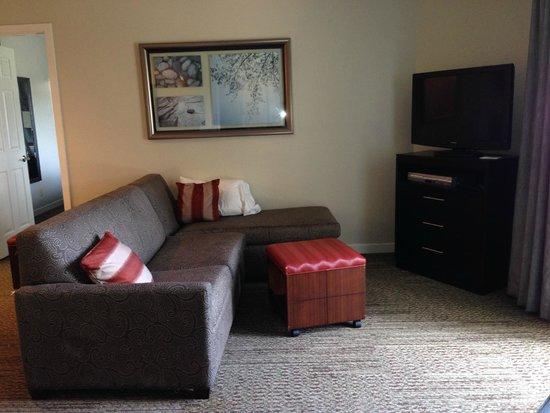 Staybridge Suites Dulles: Living Area