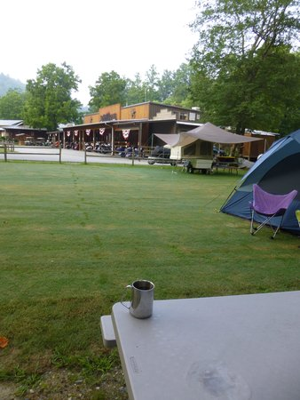 Iron Horse Motorcycle Lodge: Morning dew after a coffee run