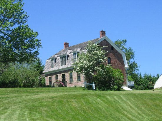 McCulloch House Museum & Genealogy Centre : built in 1806