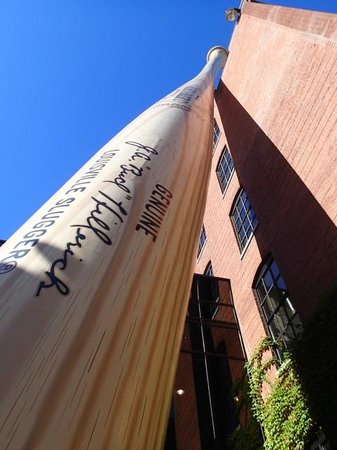 Louisville Slugger Museum & Factory : The bat!