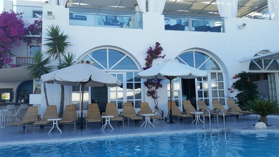 Aressana Spa Hotel and Suites : Pool View of Hotel