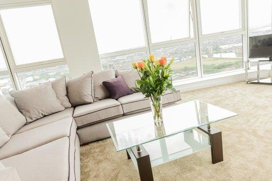 Apple Apartments Belfast: Living Room