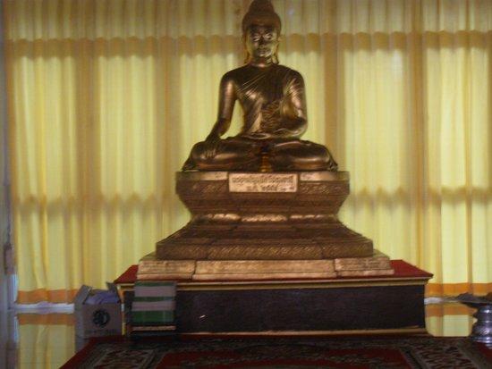 Sam Khok, Thailand: พระพุทธรูปในอาคาร