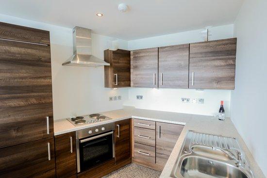 Apple Apartments Belfast: Kitchen