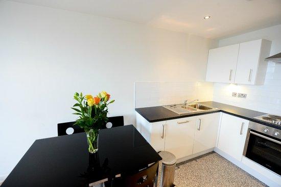 Apple Apartments Belfast: Kitchen/dining area