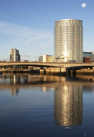 Apple Apartments Belfast: View of Obel Tower