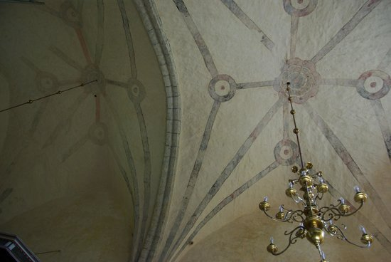 Harju-Risti, Estland: The arches of the church with paintings from 17. century.
