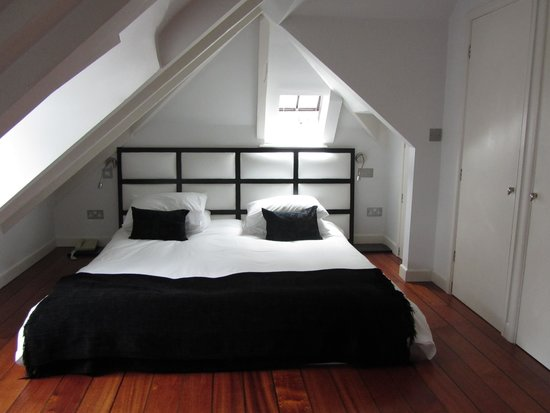 The Old Quay House Hotel : penthouse bed