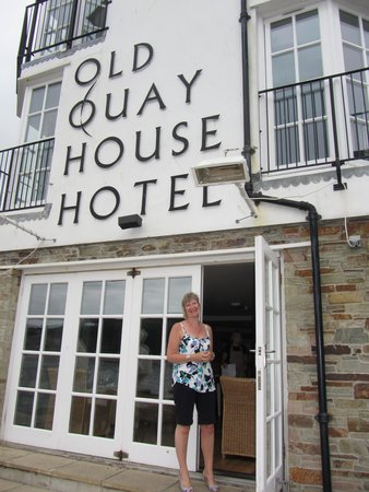 The Old Quay House Hotel : restaurant terrace entrance